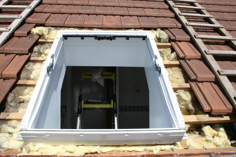 Pose fenetre de toit velux maison design for Pose fenetre toit